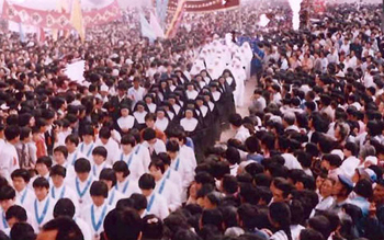 thousands of pilgrims at the Dong Lu Shrine