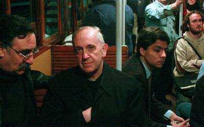 El cardenal Bergoglio metro