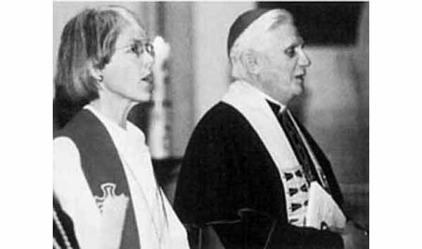 Ratzinger sings with Protestant minister