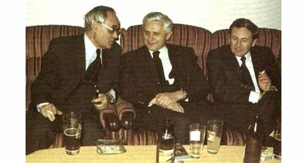 Ratzinger and Rahner drinking beer