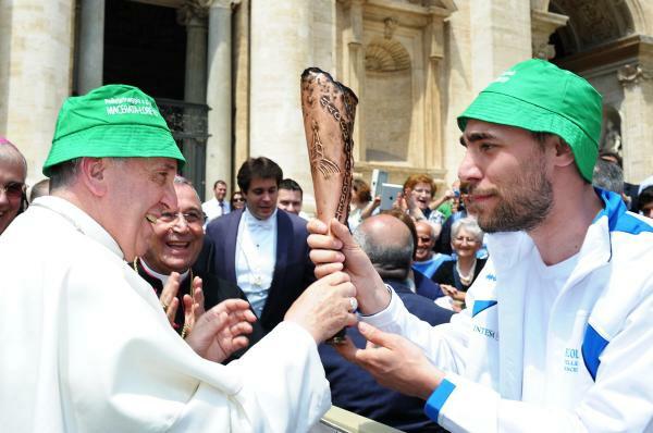 Papa Francis lleva sombrero verde 2