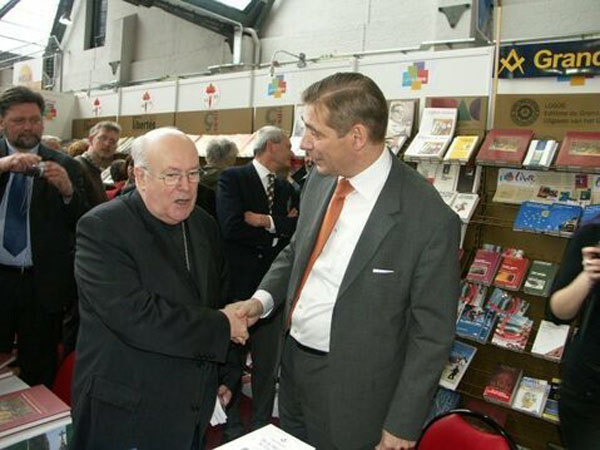 Cardinal Godfried Daneels with Freemason 01