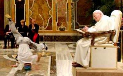 Rions ( ou plutôt pleurons...) avec nos popes con-ciliaires ! - Page 2 041_BreakDancing1
