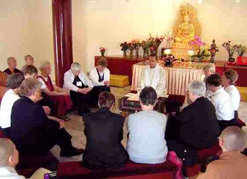 Rions avec nos amis conciliaires ! 058_BuddhistRetreat