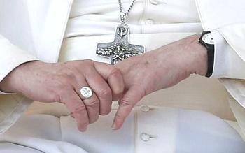 Papa Francis Cruz y el anillo