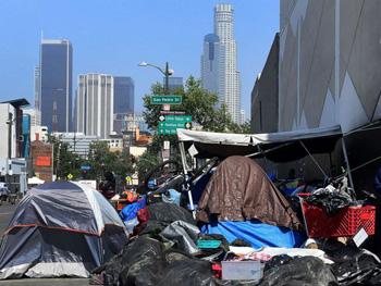 Personas sin hogar en el centro de Los Ángeles