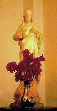 Una estatua devocional a Nuestro Señor.
