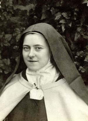 Una fotografía de Teresa en el patio