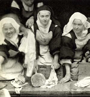 Santa Teresa trabajando en la lavandería del convento