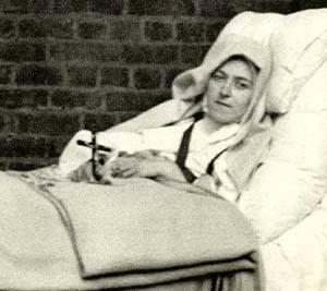 Una fotografía de Santa Teresa enferma en la cama